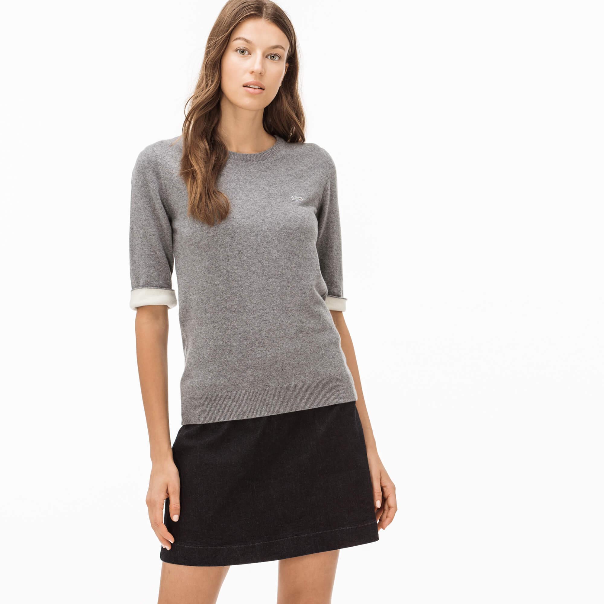 Фото - Женский свитер Lacoste серого цвета