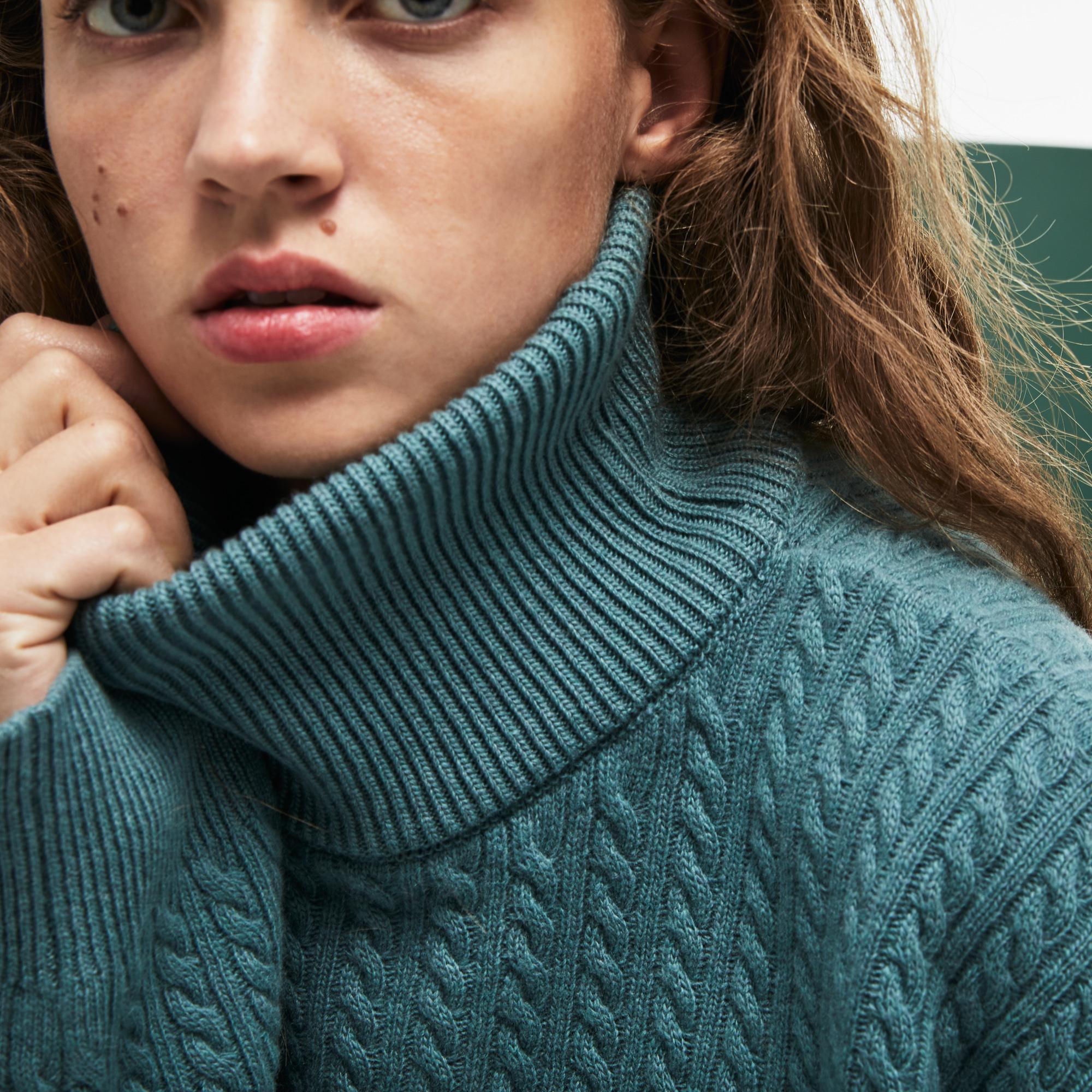 Фото 4 - Женский свитер Lacoste бирюзового цвета