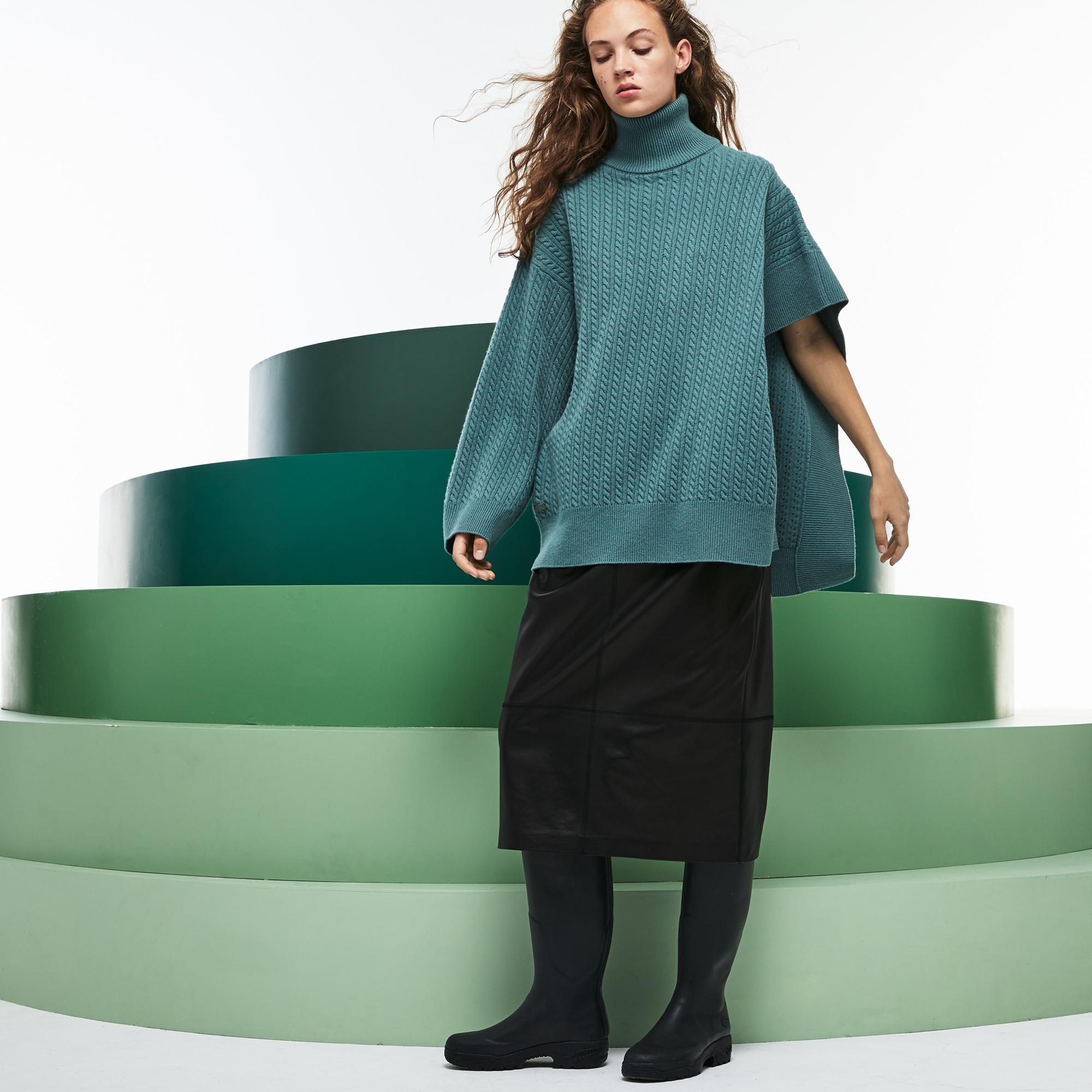 Фото 5 - Женский свитер Lacoste бирюзового цвета