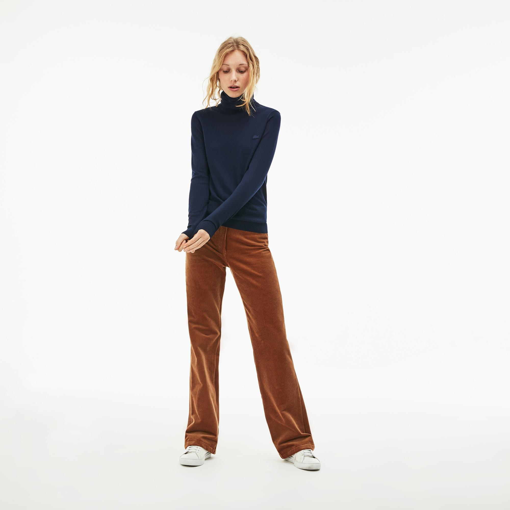 Фото 3 - Женский свитер Lacoste темно-синего цвета