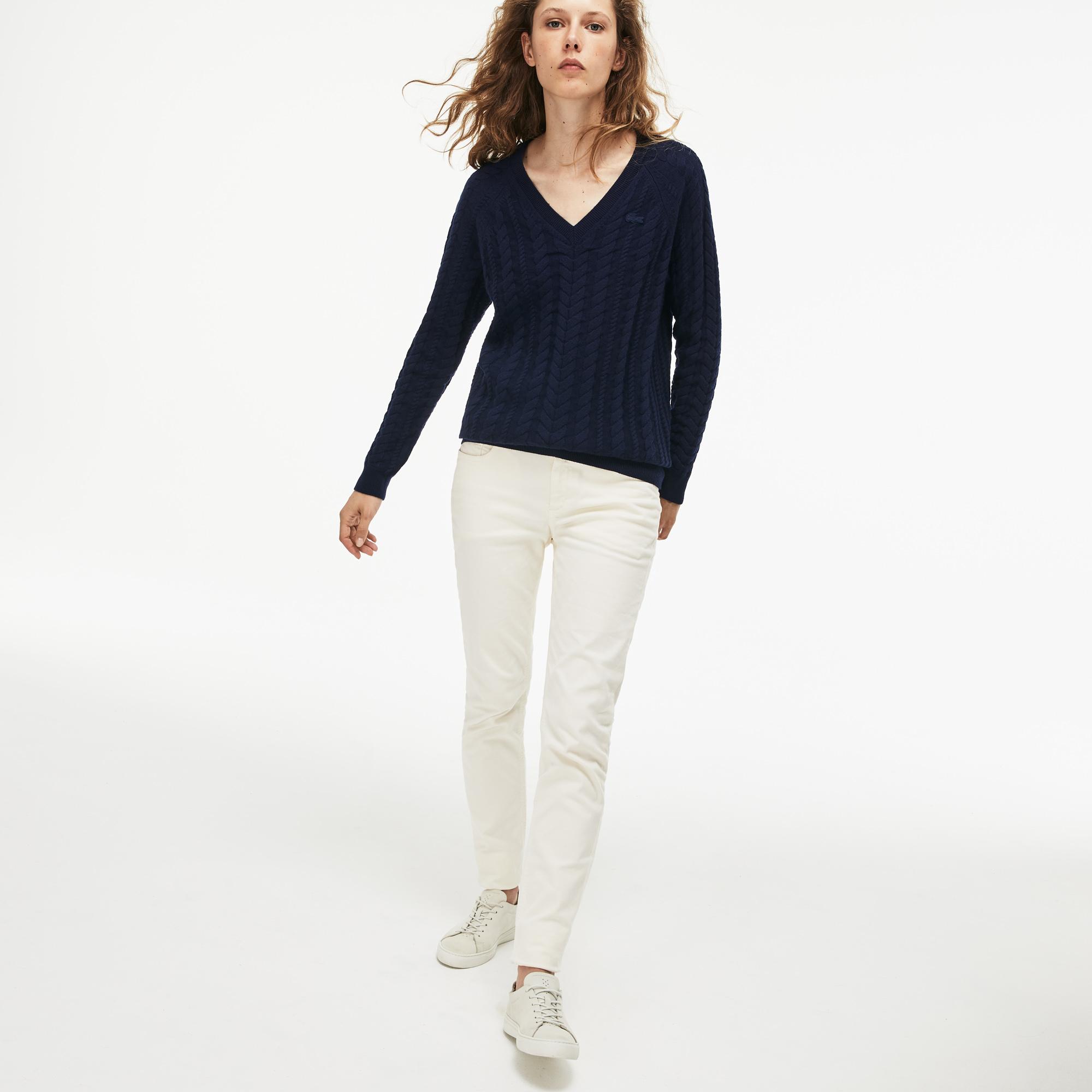 Фото 2 - Женский свитер Lacoste темно-синего цвета