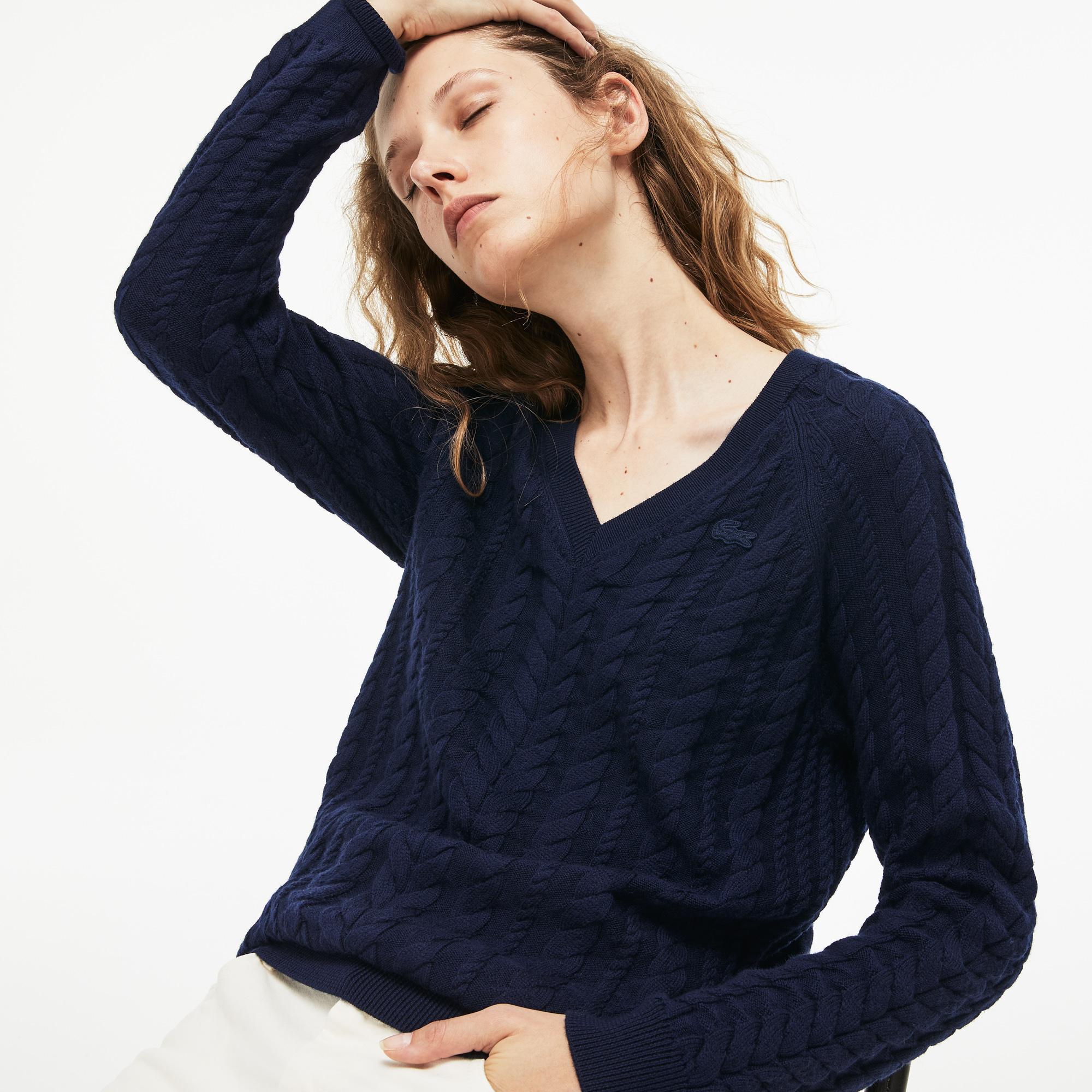 Фото - Женский свитер Lacoste темно-синего цвета