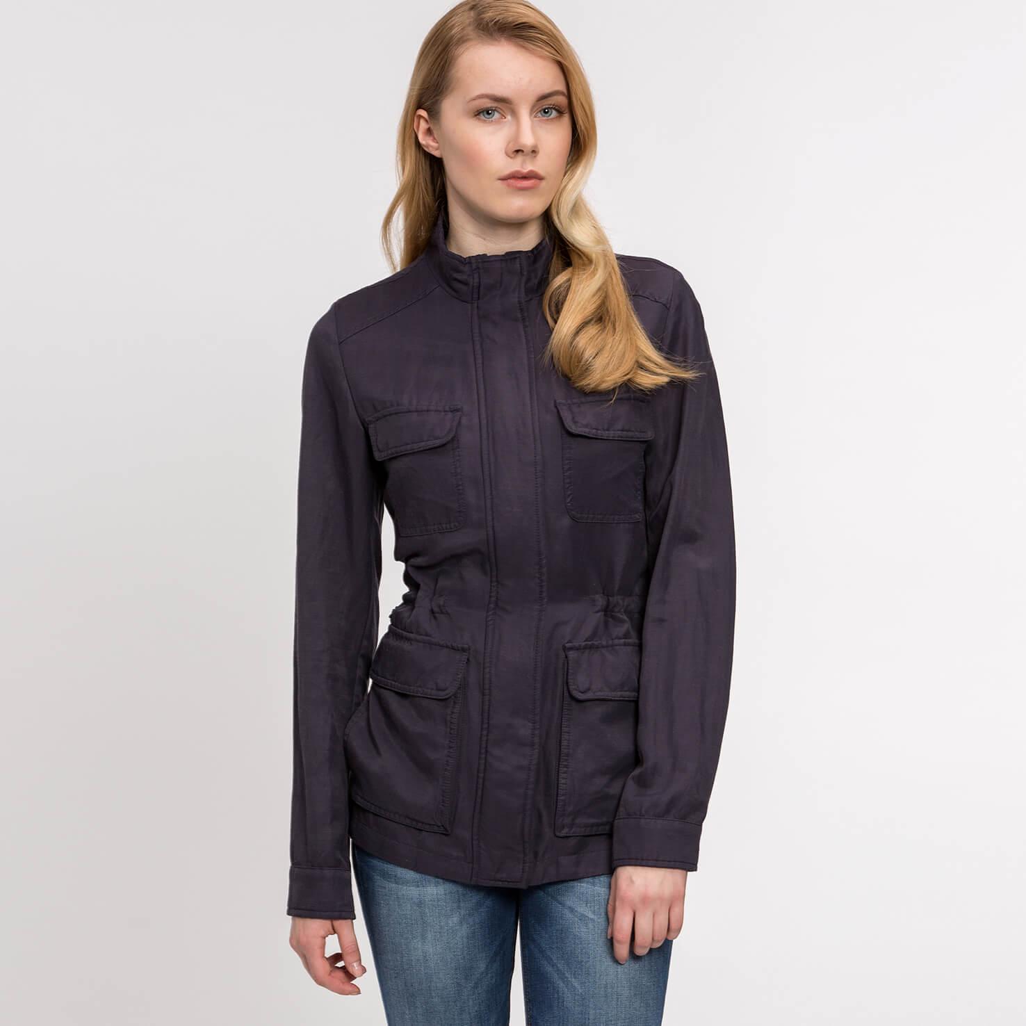 Куртка LacosteВерхняя одежда<br>Детали: стильная женская куртка с большими карманами  \ Материал: 67% вискоза 33% лен \ Страна производства: Польша