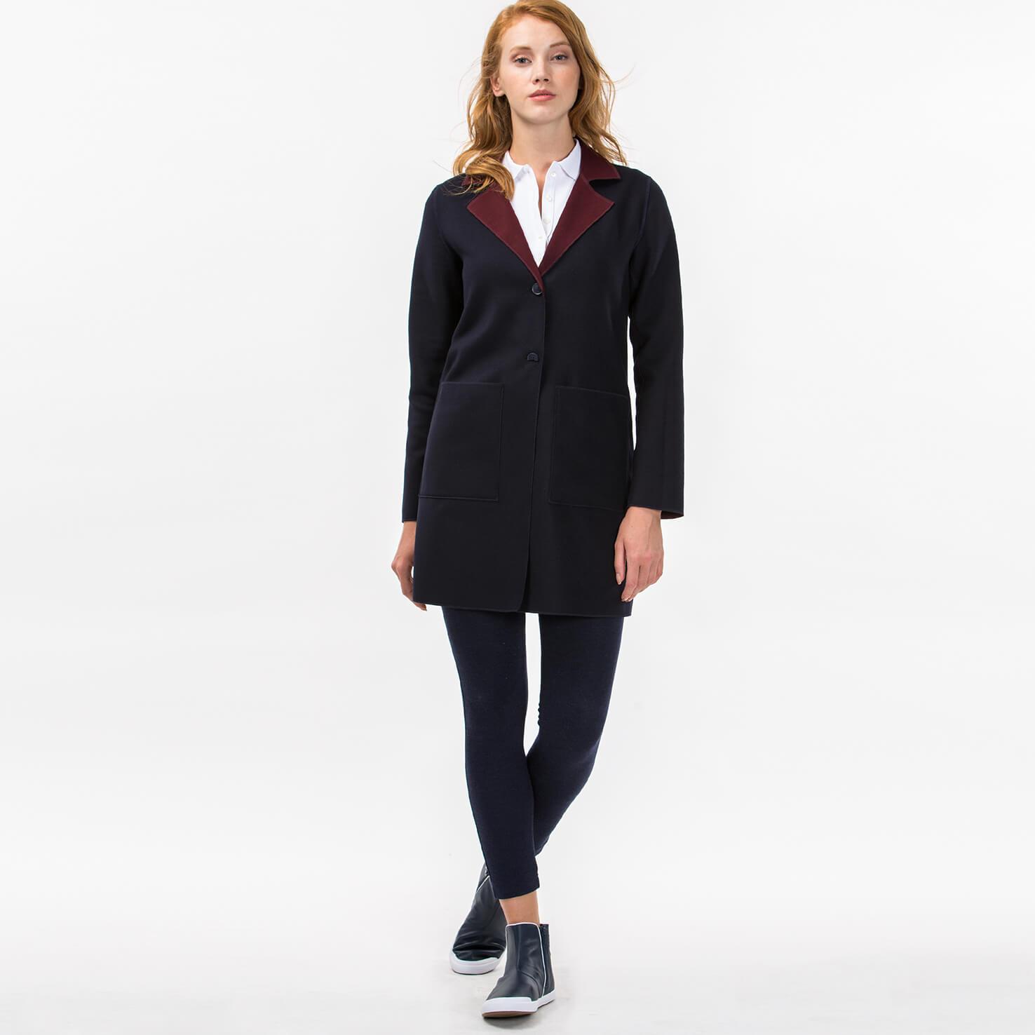 Куртка LacosteВерхняя одежда<br>Детали: с воротничком \ Материал: 65% полиэстер 32% вискоза 3% эластан \ Страна производства: Турция