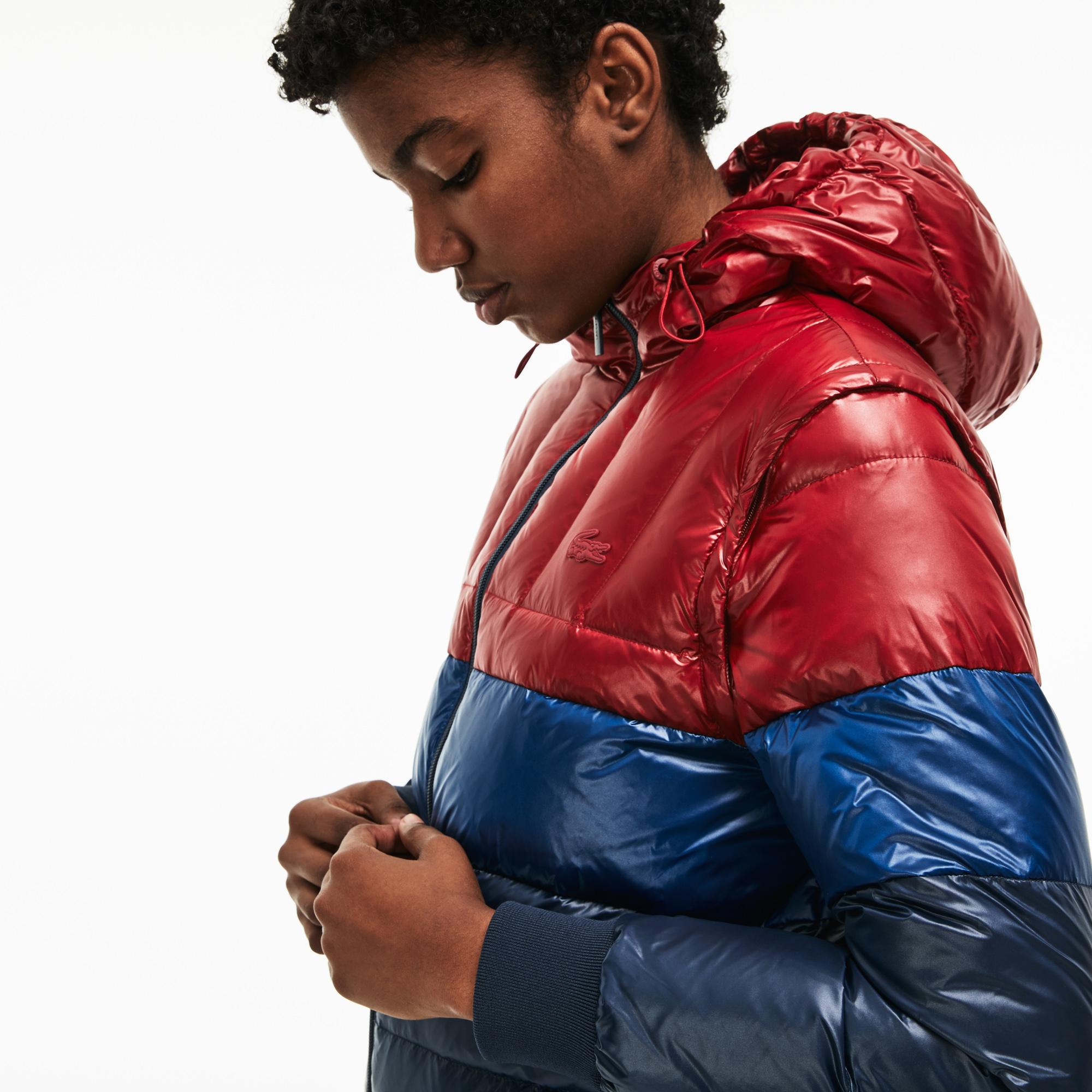 Куртка LacosteВерхняя одежда<br>Детали: с капюшоном;\Рукава отстегиваются;\Утеплитель пух и перо;\Прорезные карманы на молнии\Материал: 100% полиэстер 98% полиэстер 2% эластан 100% полиамид 80% пух 20% перо