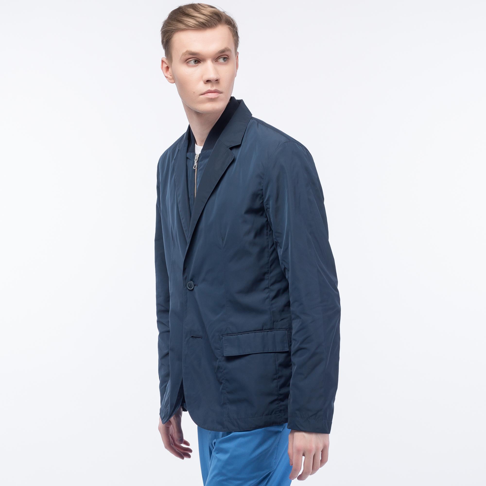 Куртка LacosteВерхняя одежда<br>Детали: стильная мужская куртка с карманами \ Материал: 100% полиэстер 100% полиамид 99% полиамид 1% другие \ Страна производства: Китай