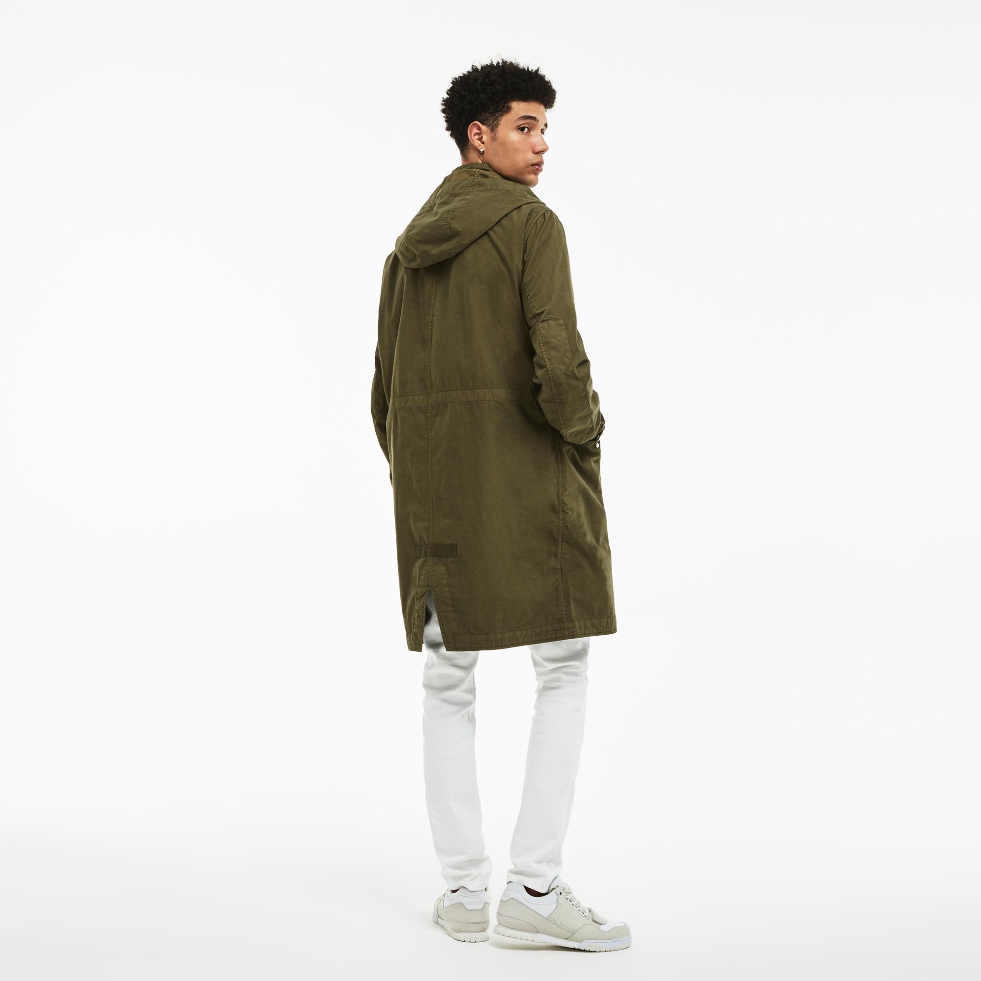 Фото 2 - Куртку Lacoste зеленого цвета