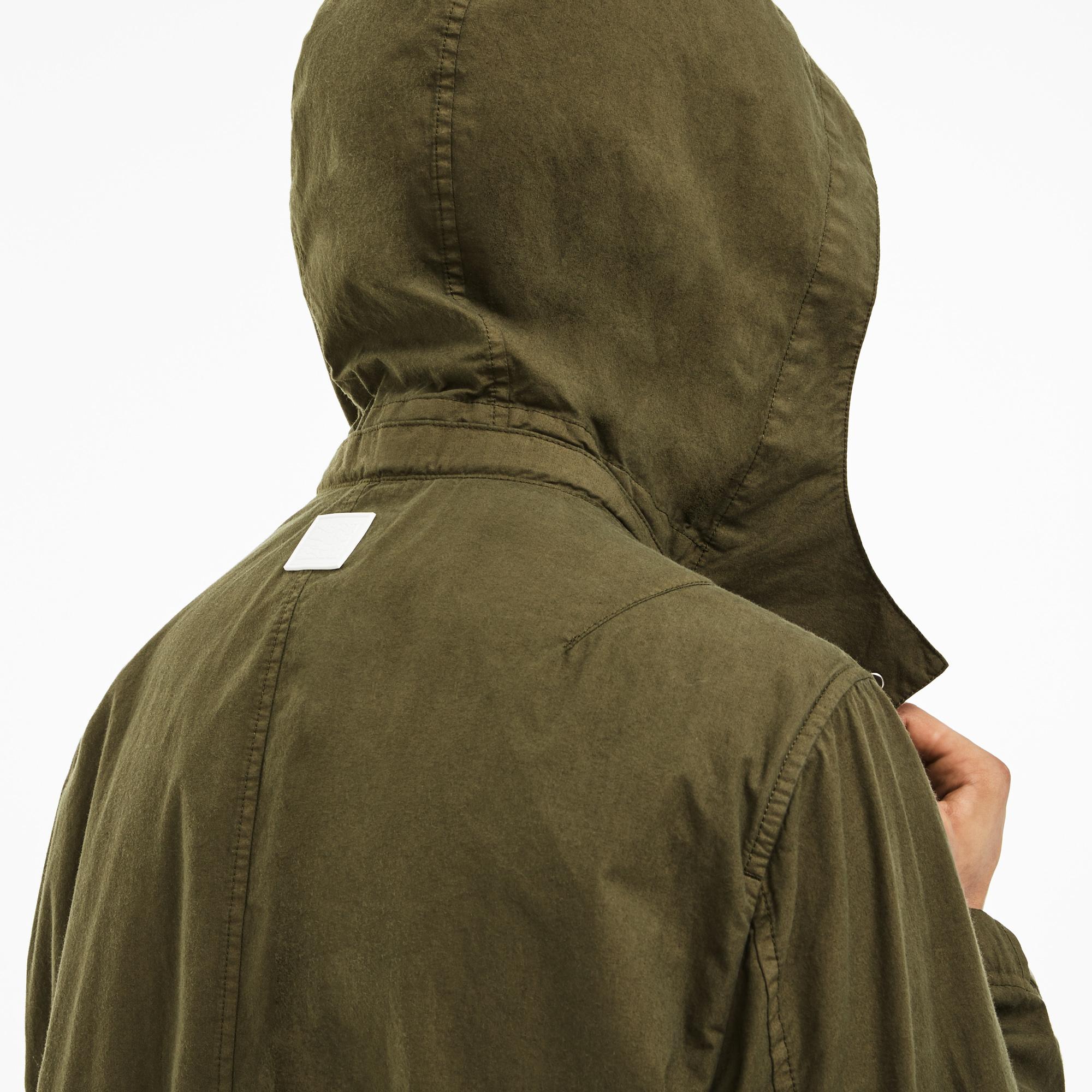 Фото 3 - Куртку Lacoste зеленого цвета