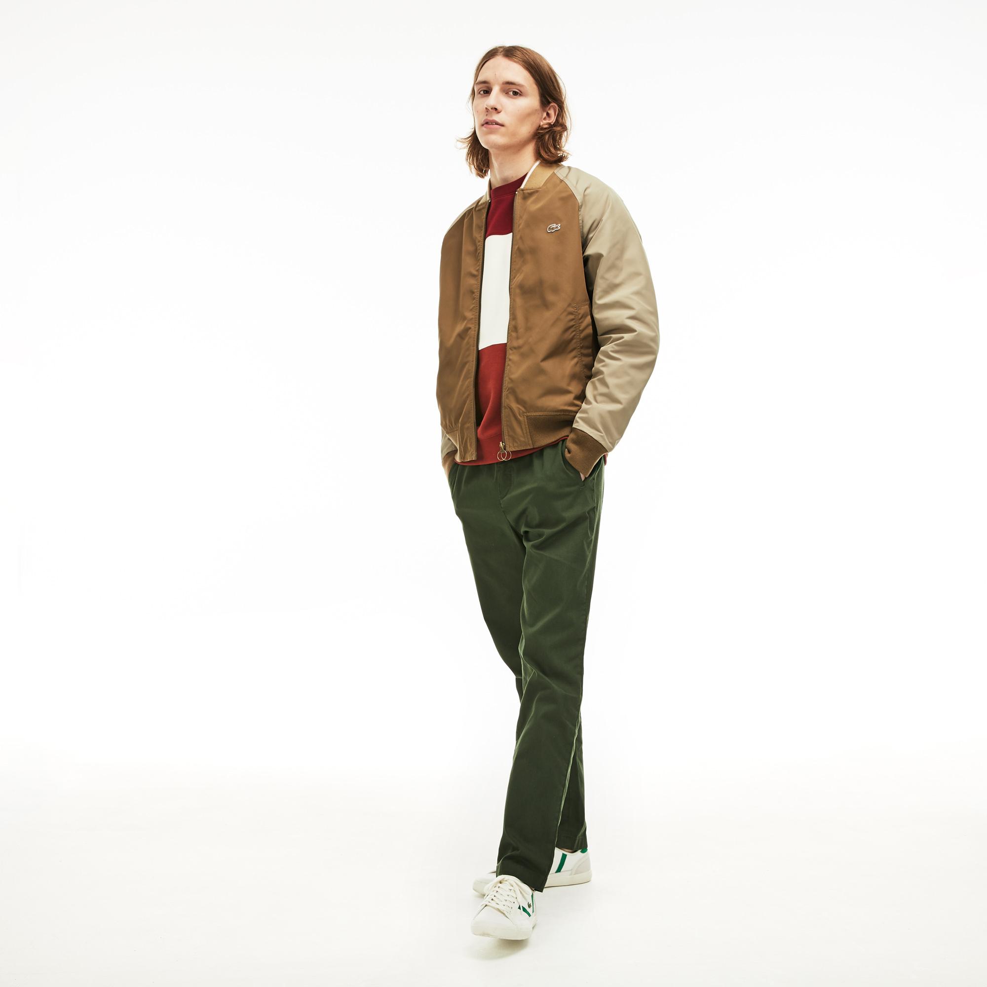 Куртка LacosteВерхняя одежда<br>Детали: карманы с клапанами и кнопками, один карман на молнии на руке и два внутренних кармана;\Двусторонняя;\На молнии;\Эластичный воротник, манжеты и нижний край;\Вышитый логотип Lacoste\Материал: 100% полиэстер 100% полиэстер