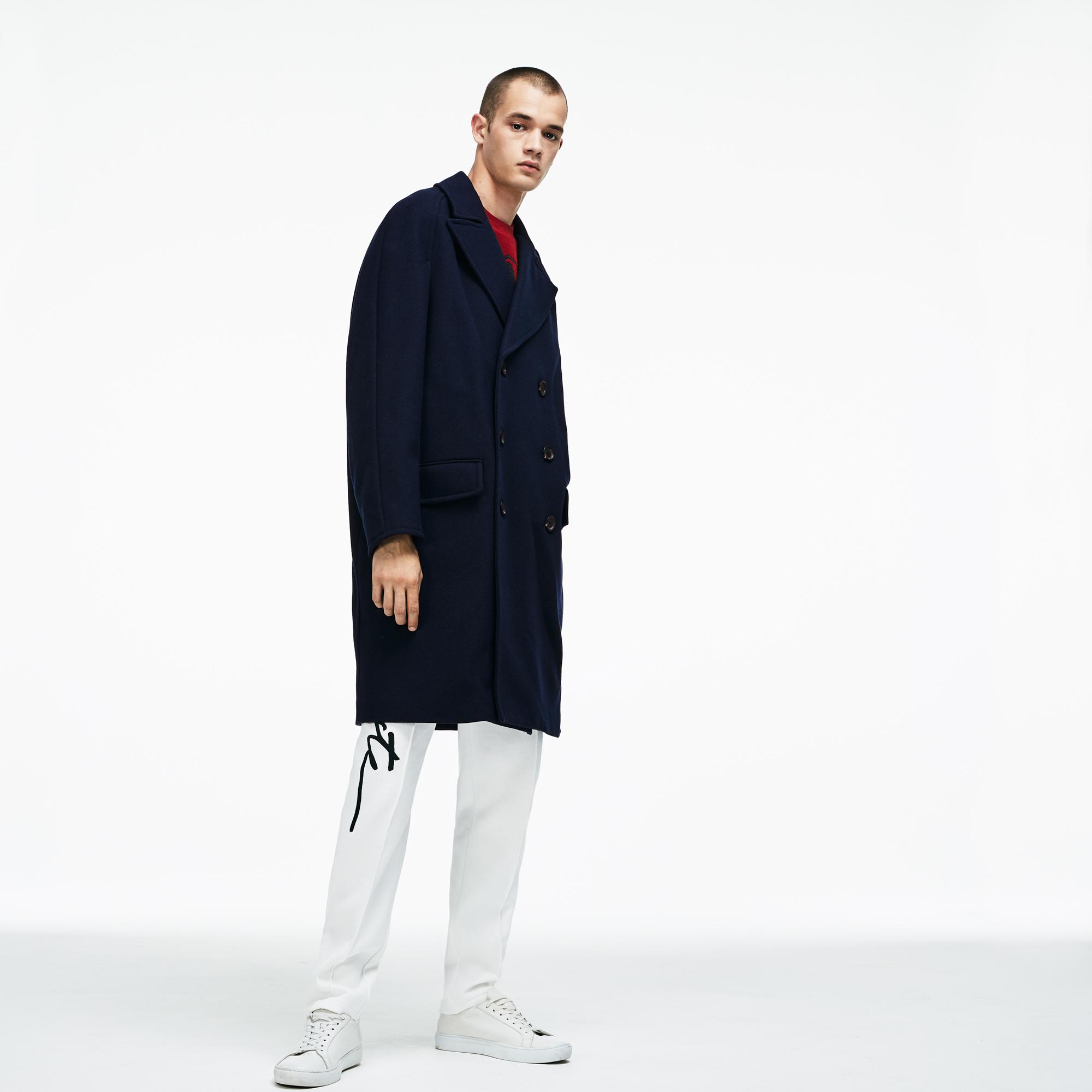 Куртка LacosteВерхняя одежда<br>Детали: съемный воротник из искусственного меха;\На пуговицах;\Боковые карманы;\Прорезной карман в рамку с вставным клапаном;\Вышитый логотип Lacoste в тон изделия\Материал: 89% полиэстер 11% эластан 100% полиамид 72% акрил 28% полиэстер
