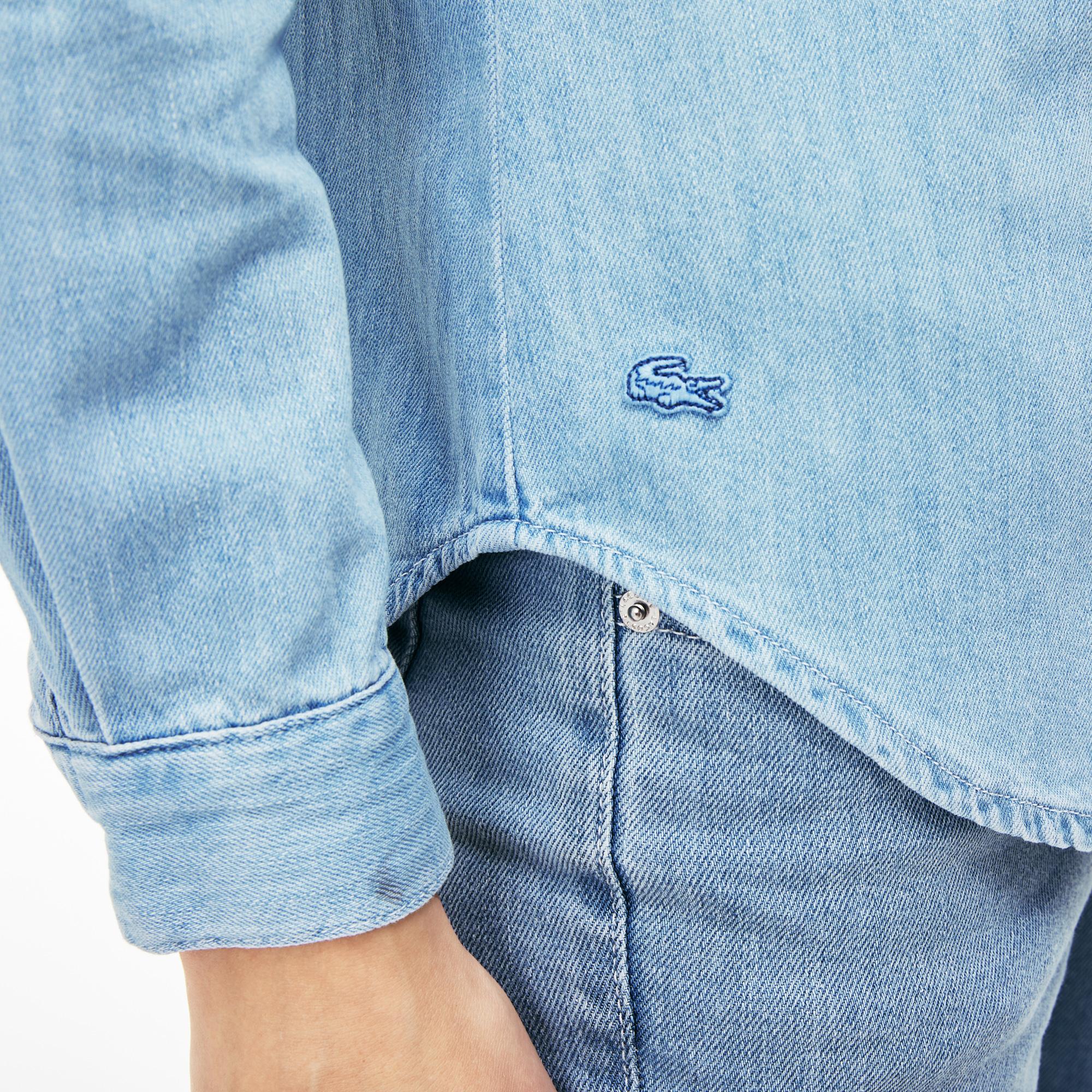 Фото 3 - Женскую рубашку Lacoste голубого цвета