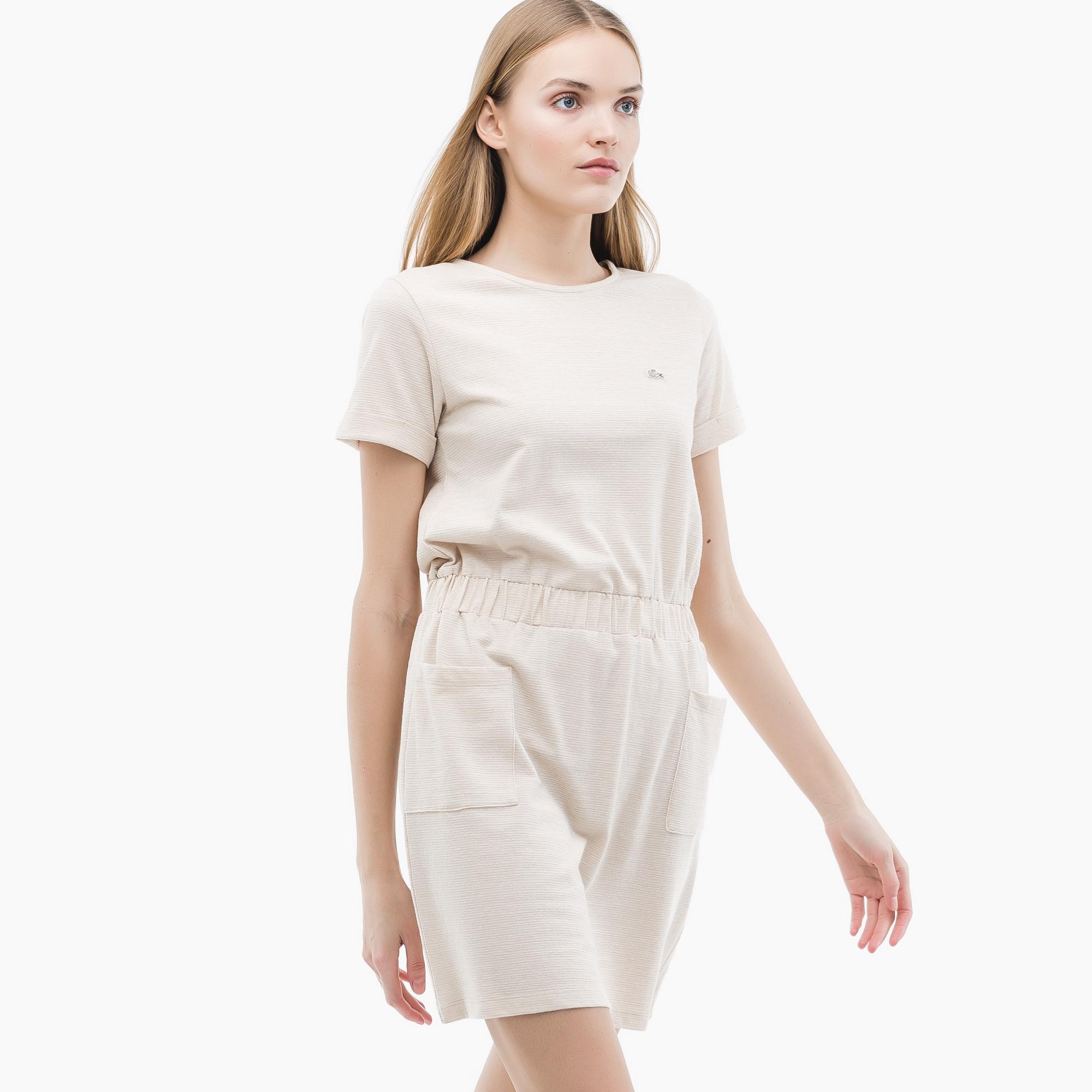 Платье LacosteПлатья и юбки<br>Детали: лаконичное платье с карманами   \ Материал: 75% хлопок 25% полиэстер \ Страна производства: Турция