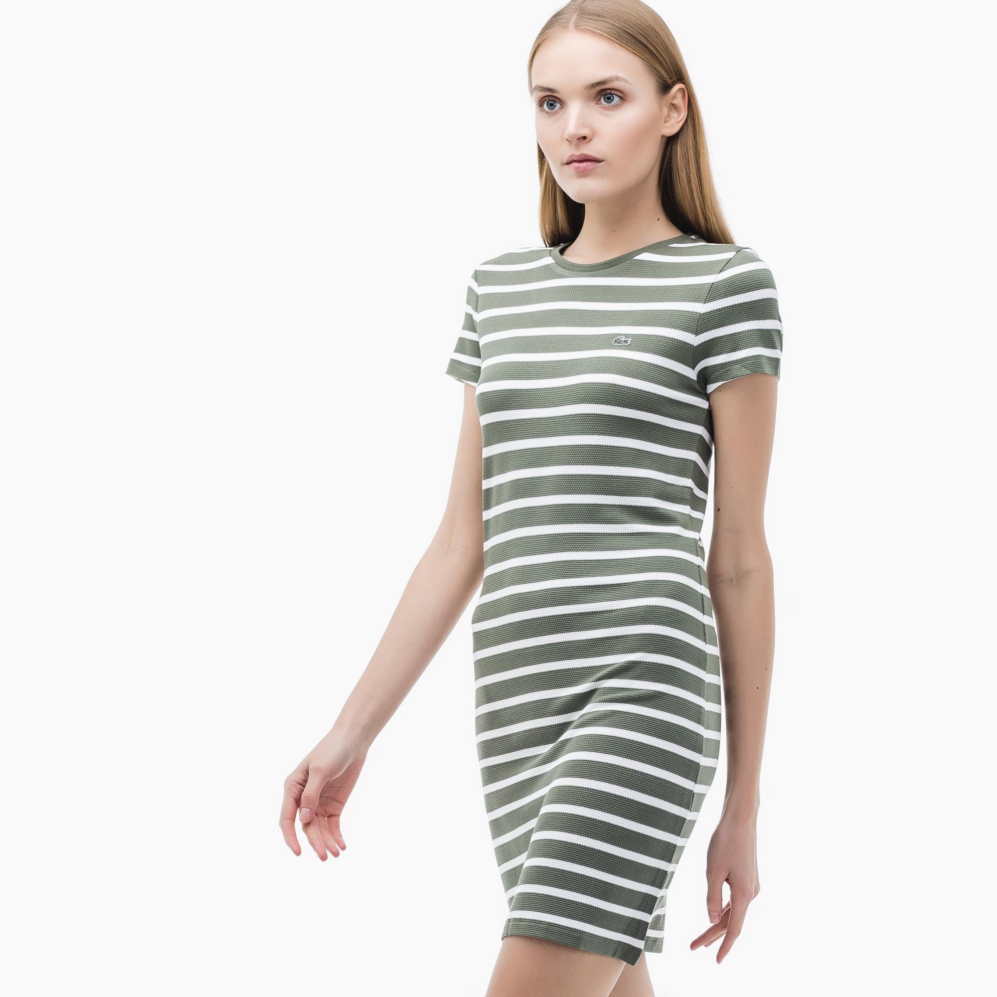 Платье LacosteПлатья и юбки<br>Детали: женское платье с принтом  \ Материал: 95% вискоза 5% эластан \ Страна производства: Турция