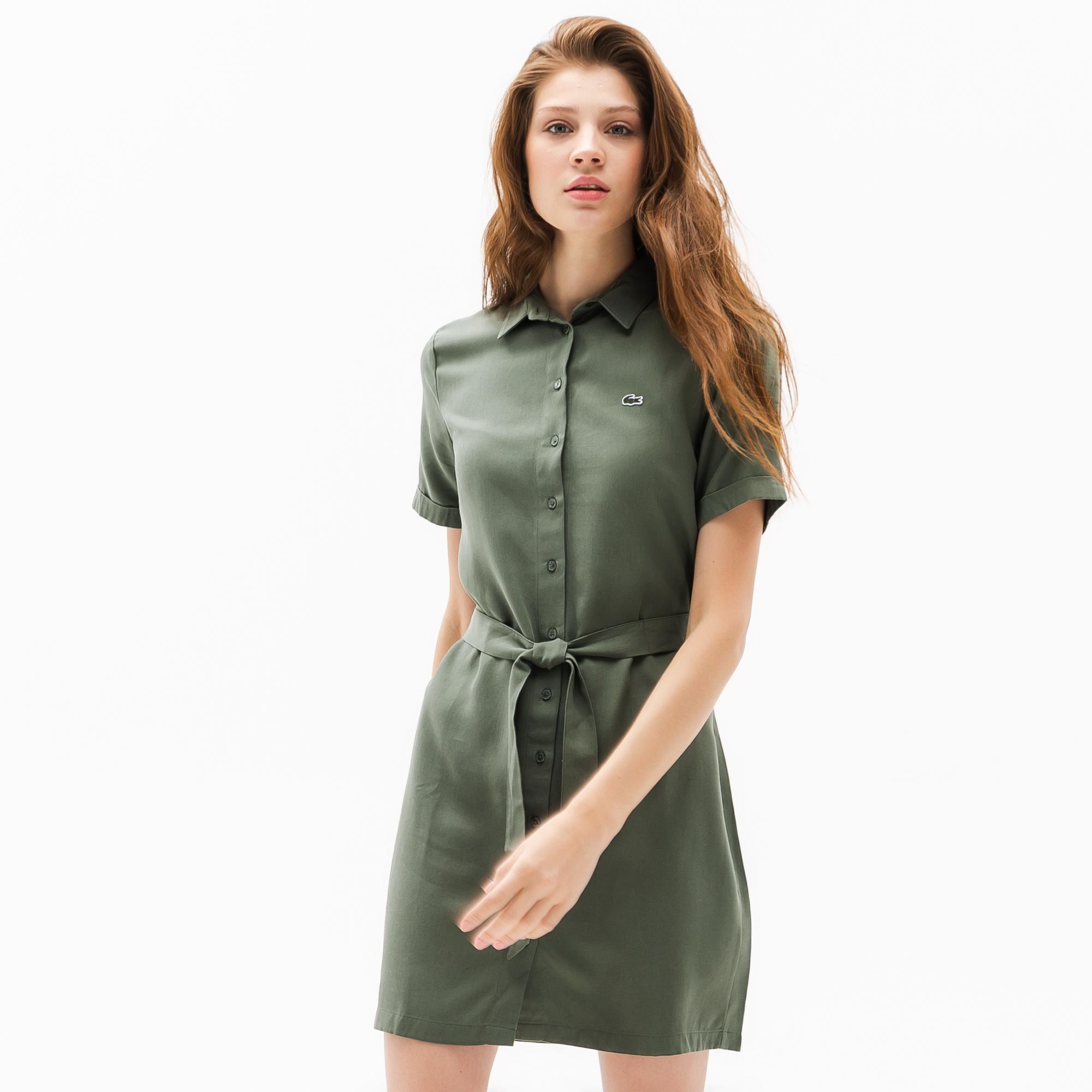 Платье LacosteПлатья и юбки<br>Детали: платье-рубашка;\Отложной воротник;\Элегантный ремень;\Вышитый логотип Lacoste в тон изделия\Материал:100% лиоцелл