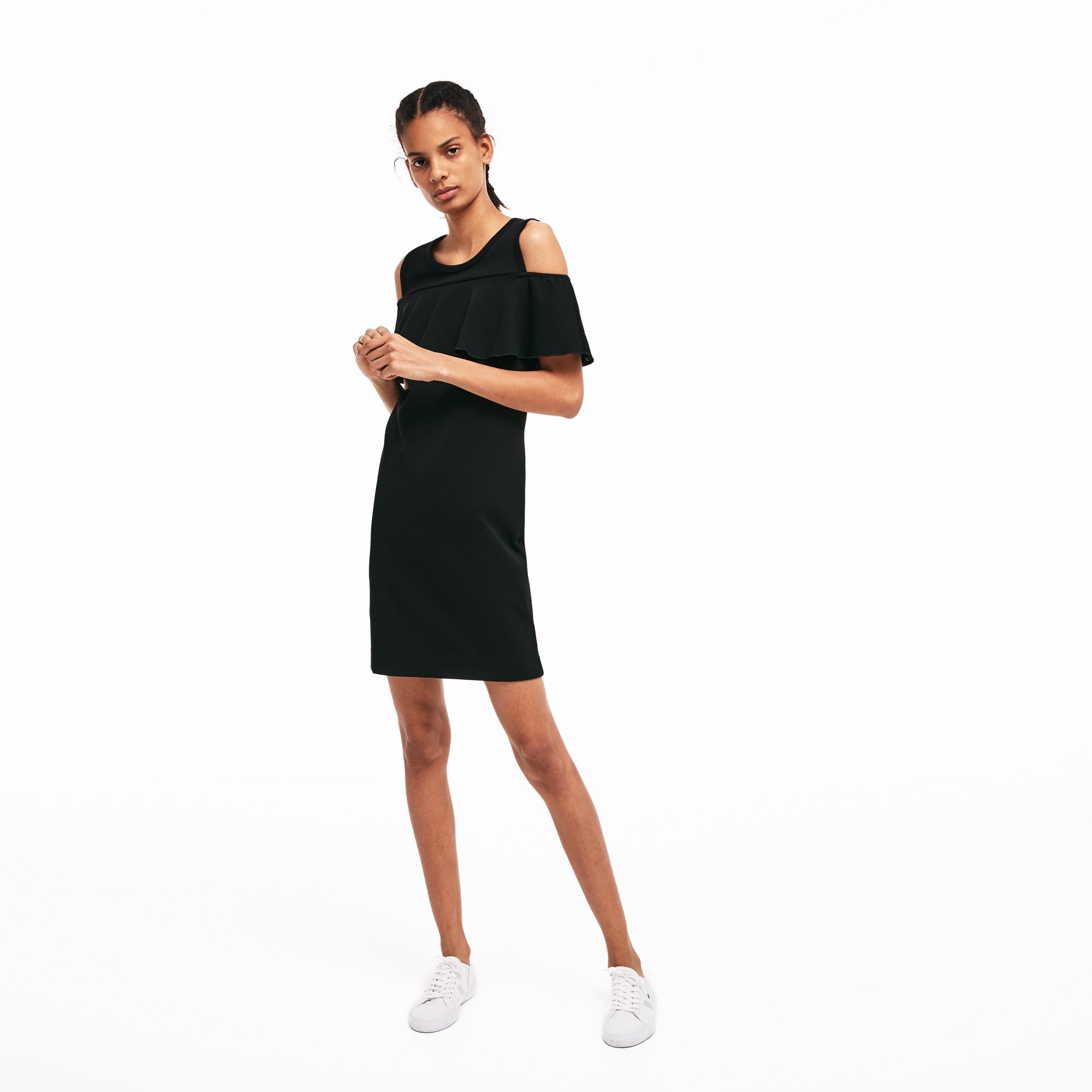 Платье LacosteПлатья и юбки<br>Детали: круглый ворот;\Волан на плечах;\Вышитый логотип Lacoste в тон издения на спине\Материал: 60% хлопок 40% полиэстер