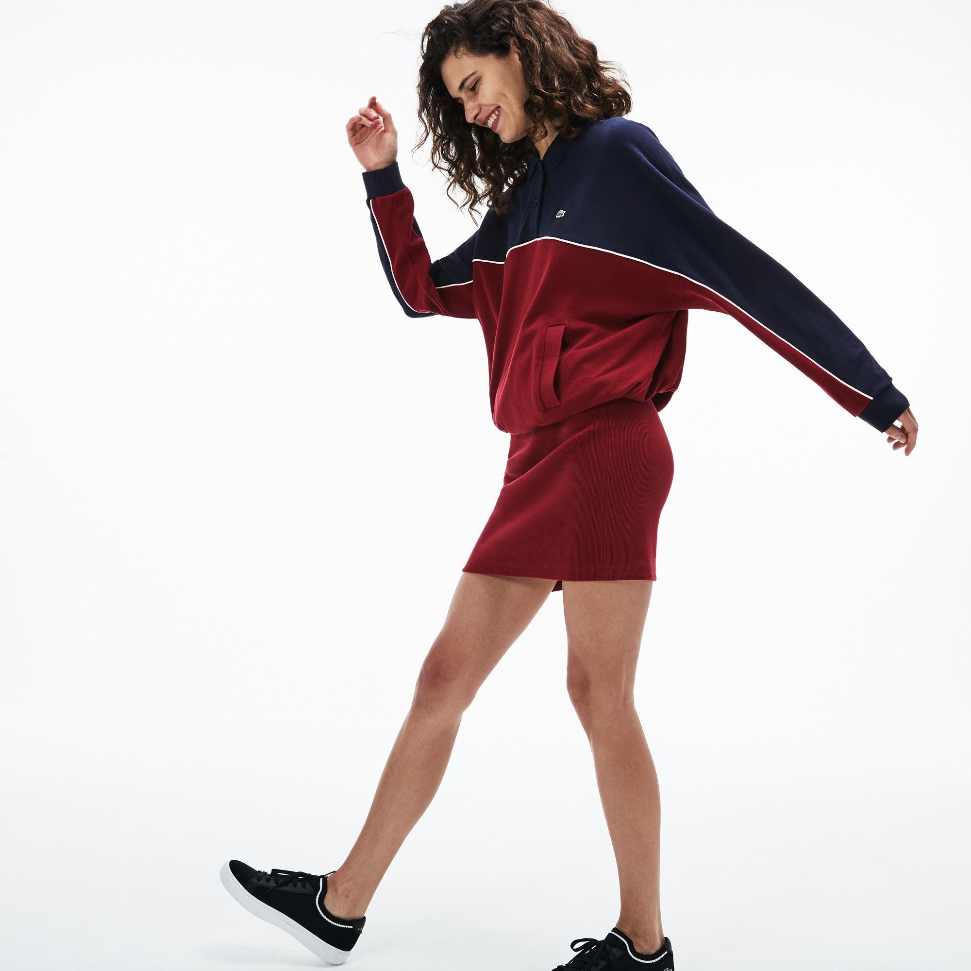 Фото 2 - Женское платье Lacoste красного цвета