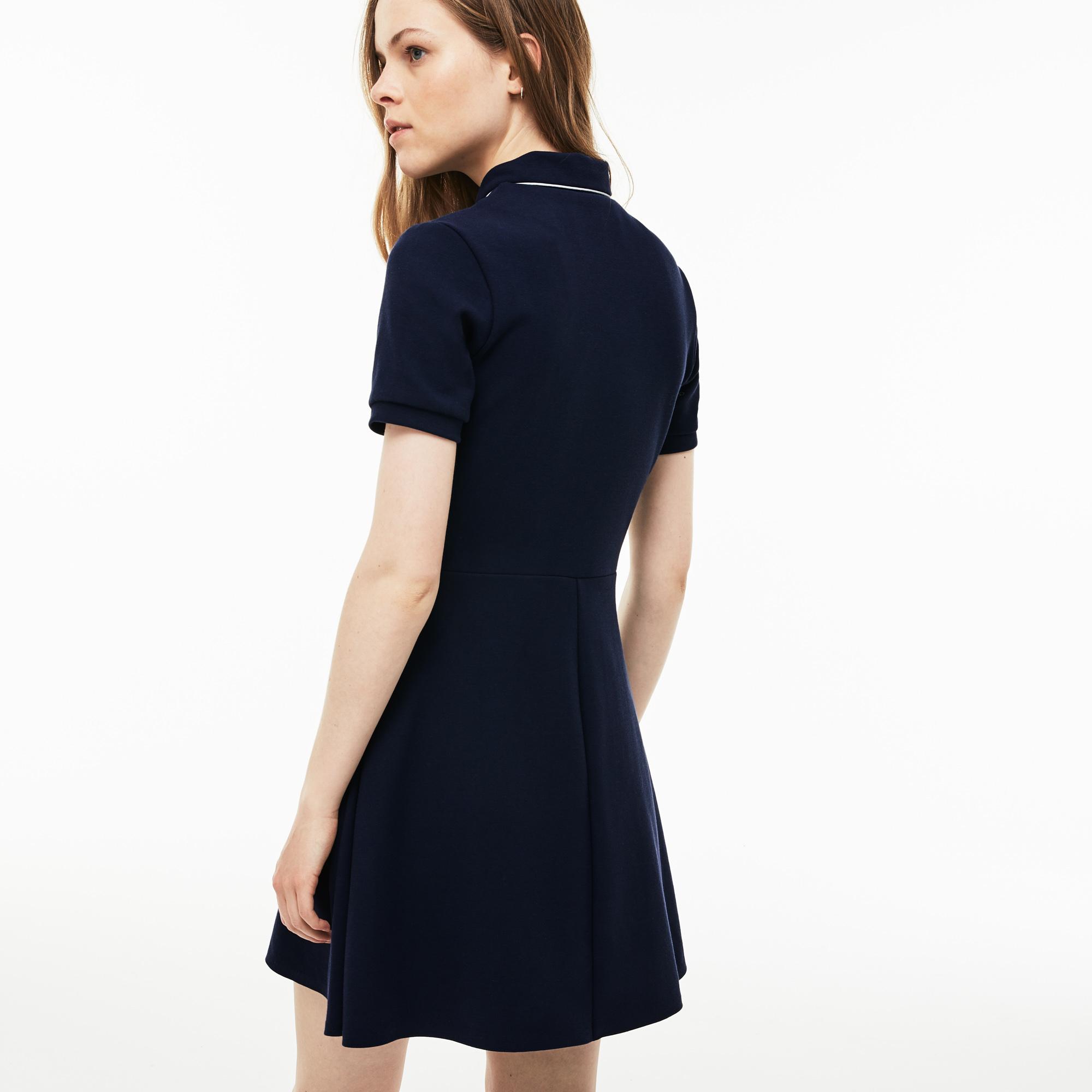Фото 2 - Женское платье Lacoste темно-синего цвета