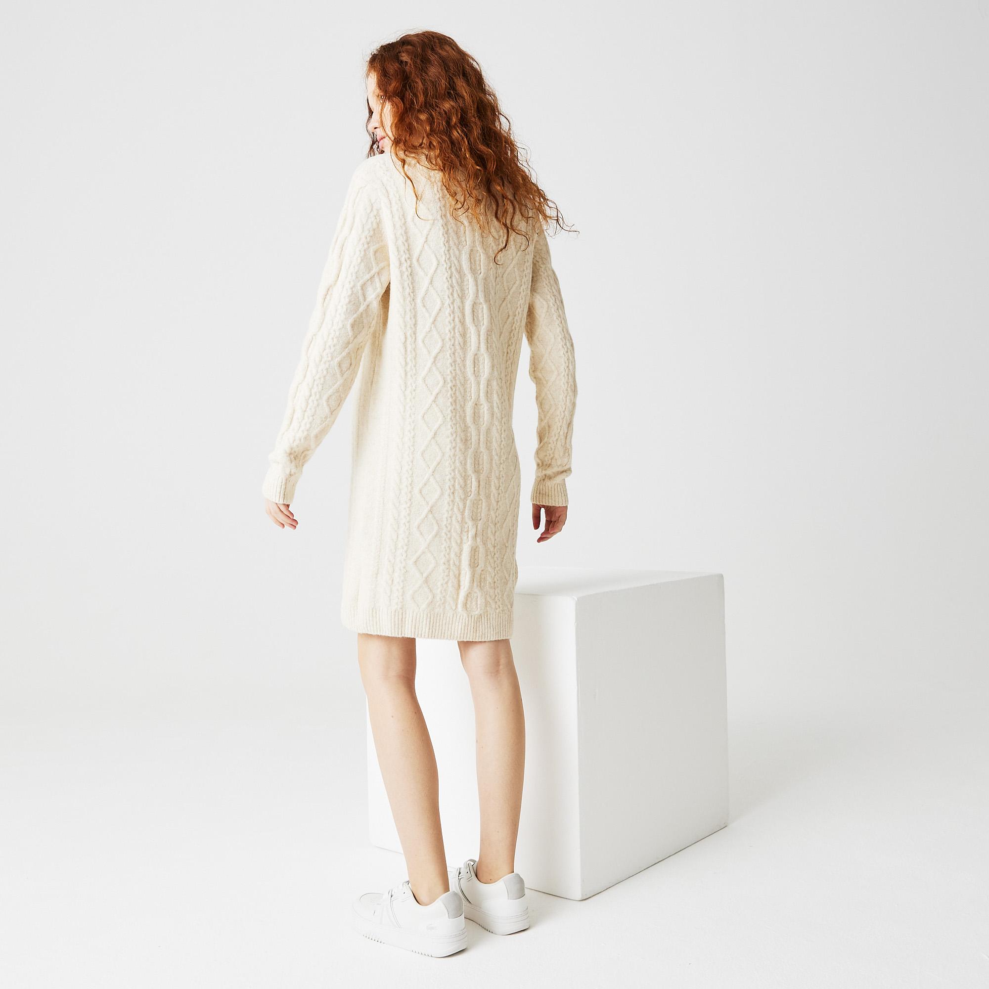 Фото 2 - Женское платье Lacoste белого цвета