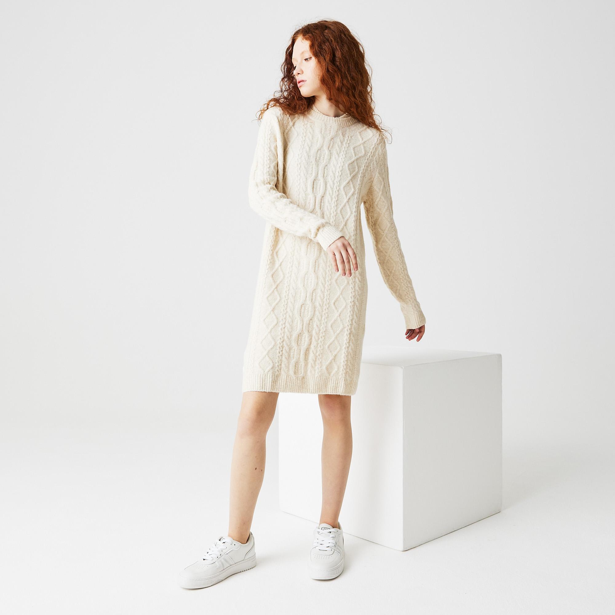 Фото 3 - Женское платье Lacoste белого цвета