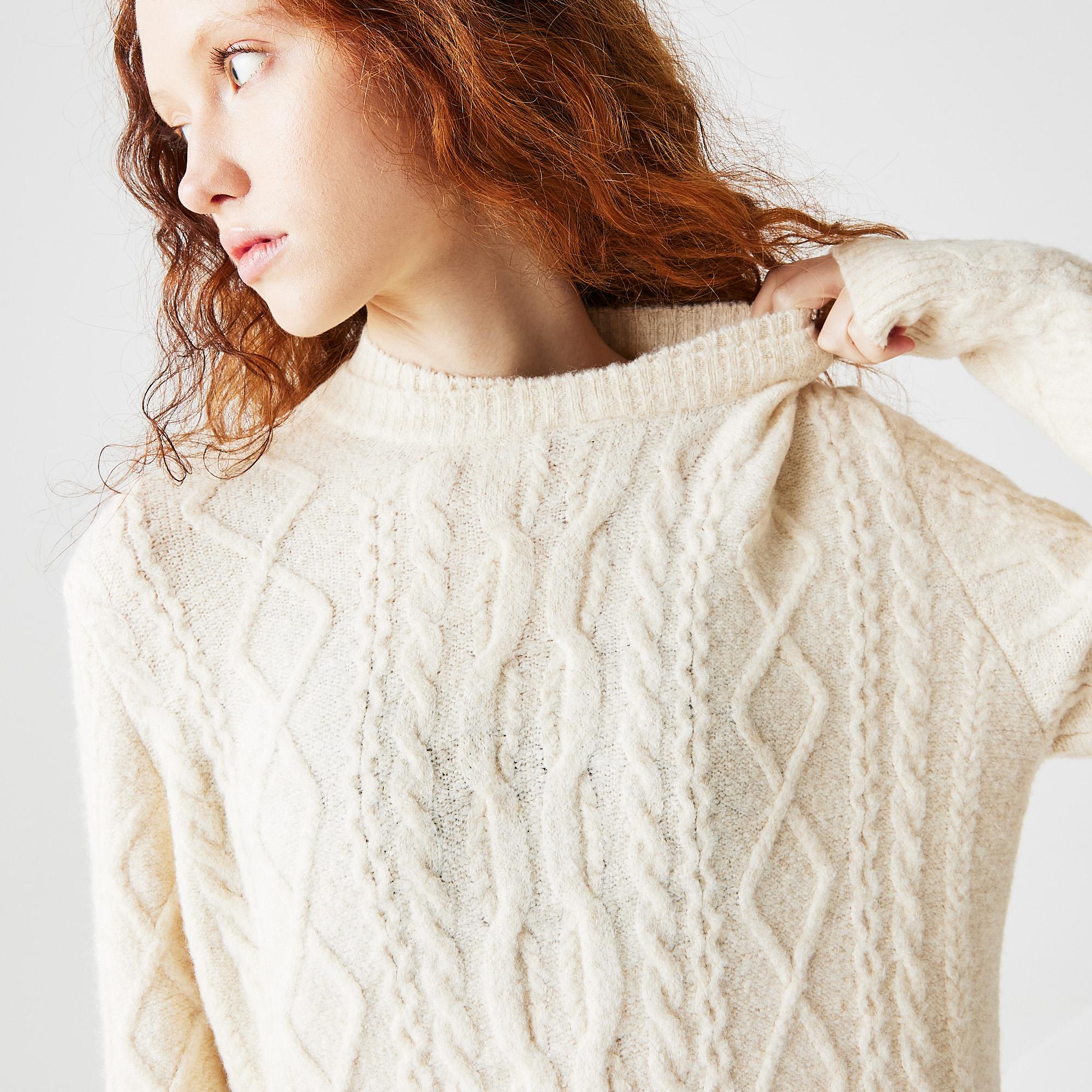 Фото 4 - Женское платье Lacoste белого цвета