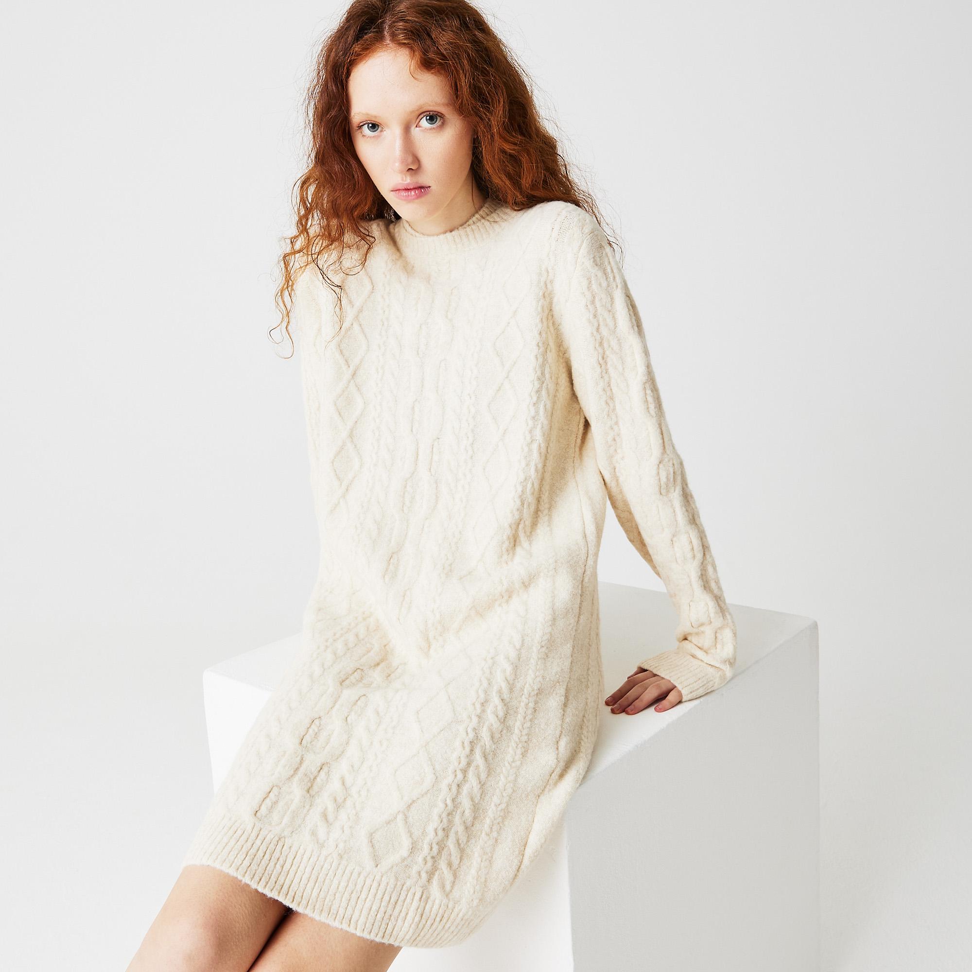 Фото - Женское платье Lacoste белого цвета