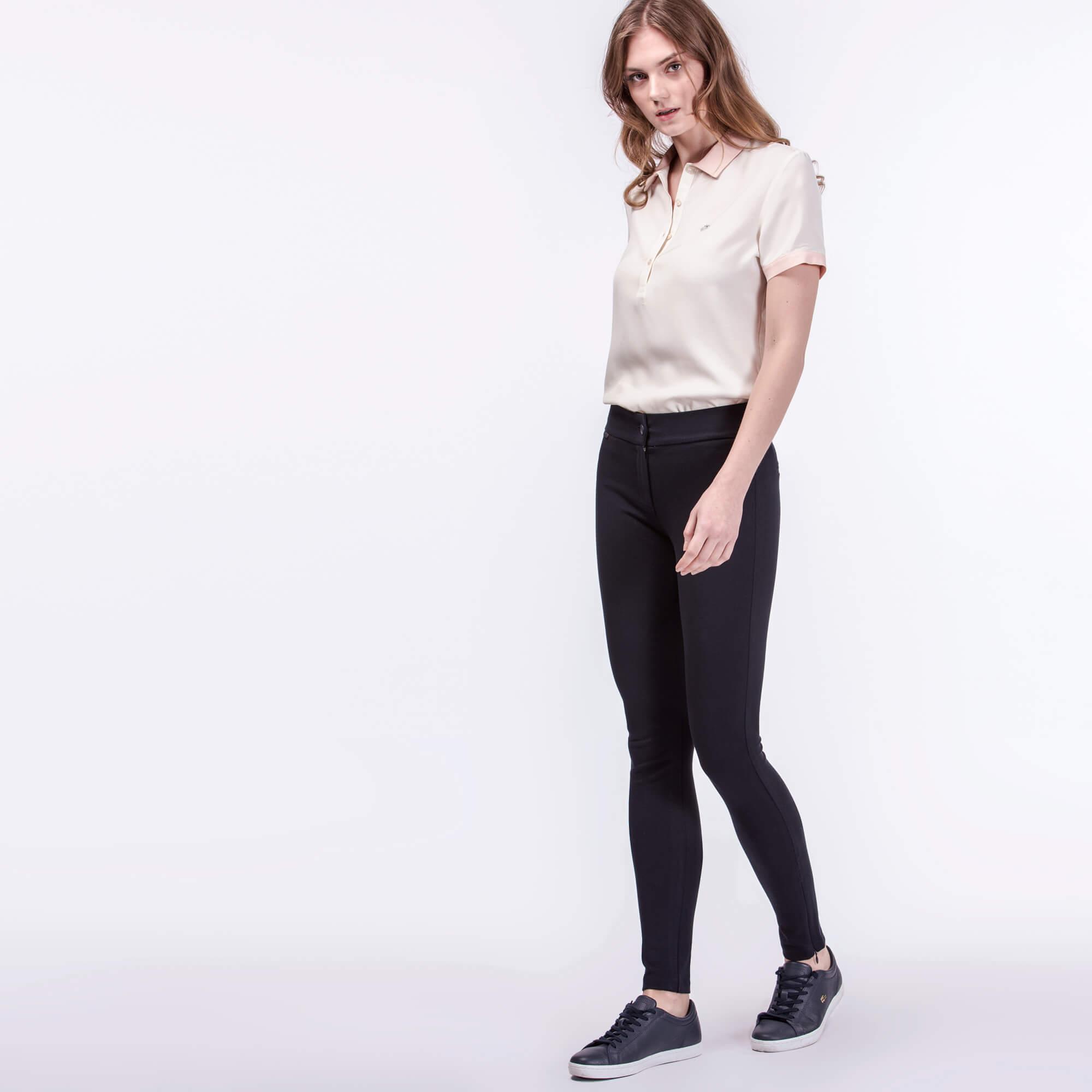 Брюки Lacoste Regular fitБрюки<br>Детали: стильные женские брюки с логотипом Lacoste, расположенным на талии  \ Материал: 64% вискоза 31% полиамид 5% эластан \ Страна производства: Турция