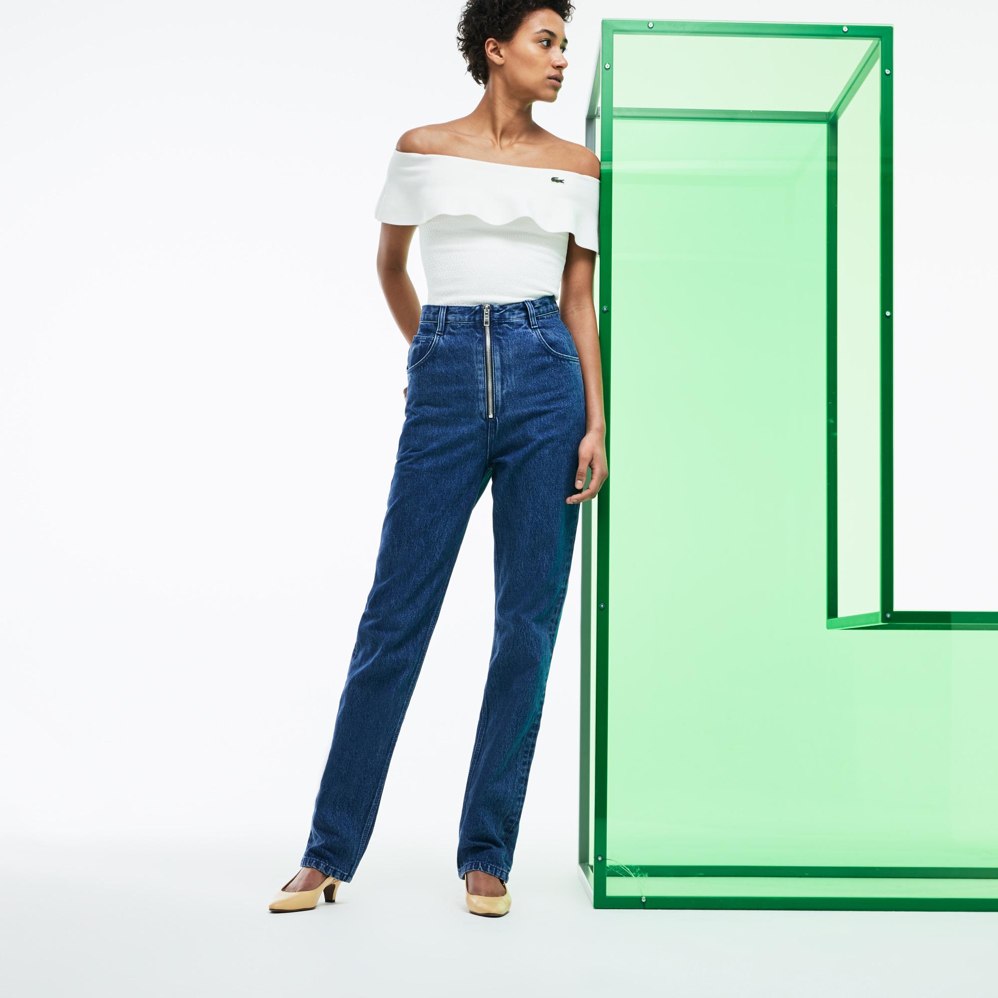 Брюки LacosteБрюки<br>Детали: женские джинсы с завышенной талией  \ Материал: 100% хлопок \ Страна производства: Тунис