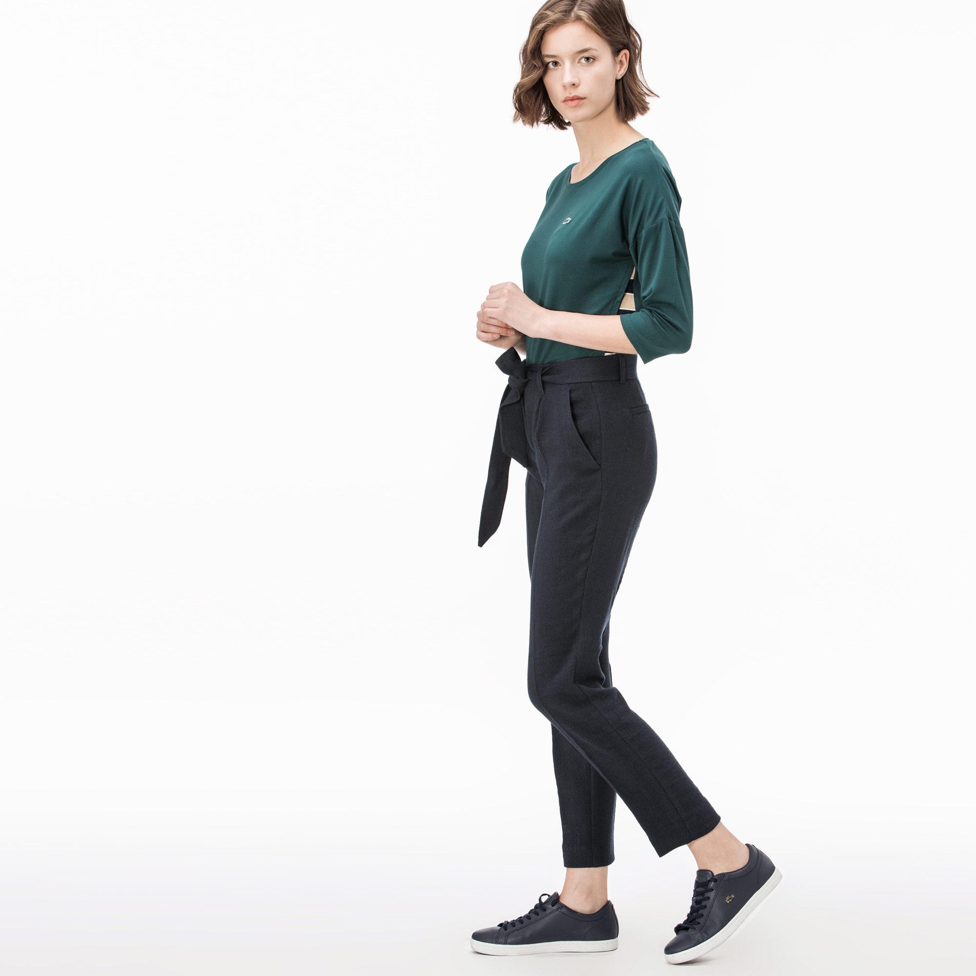 Фото 3 - Женские брюки Lacoste темно-синего цвета