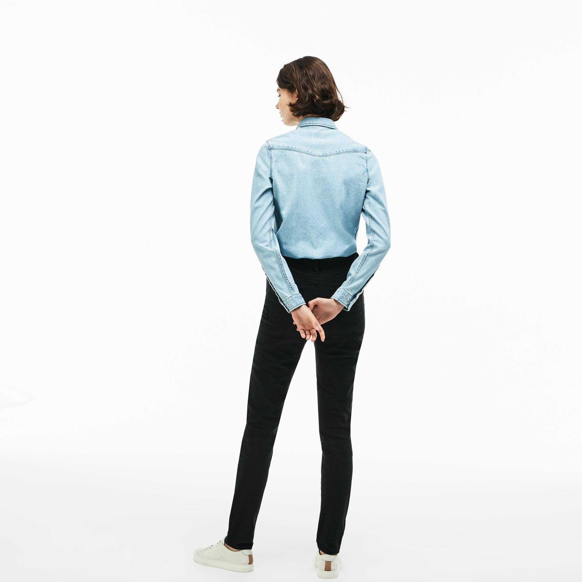 Фото 3 - Женские брюки Lacoste черного цвета