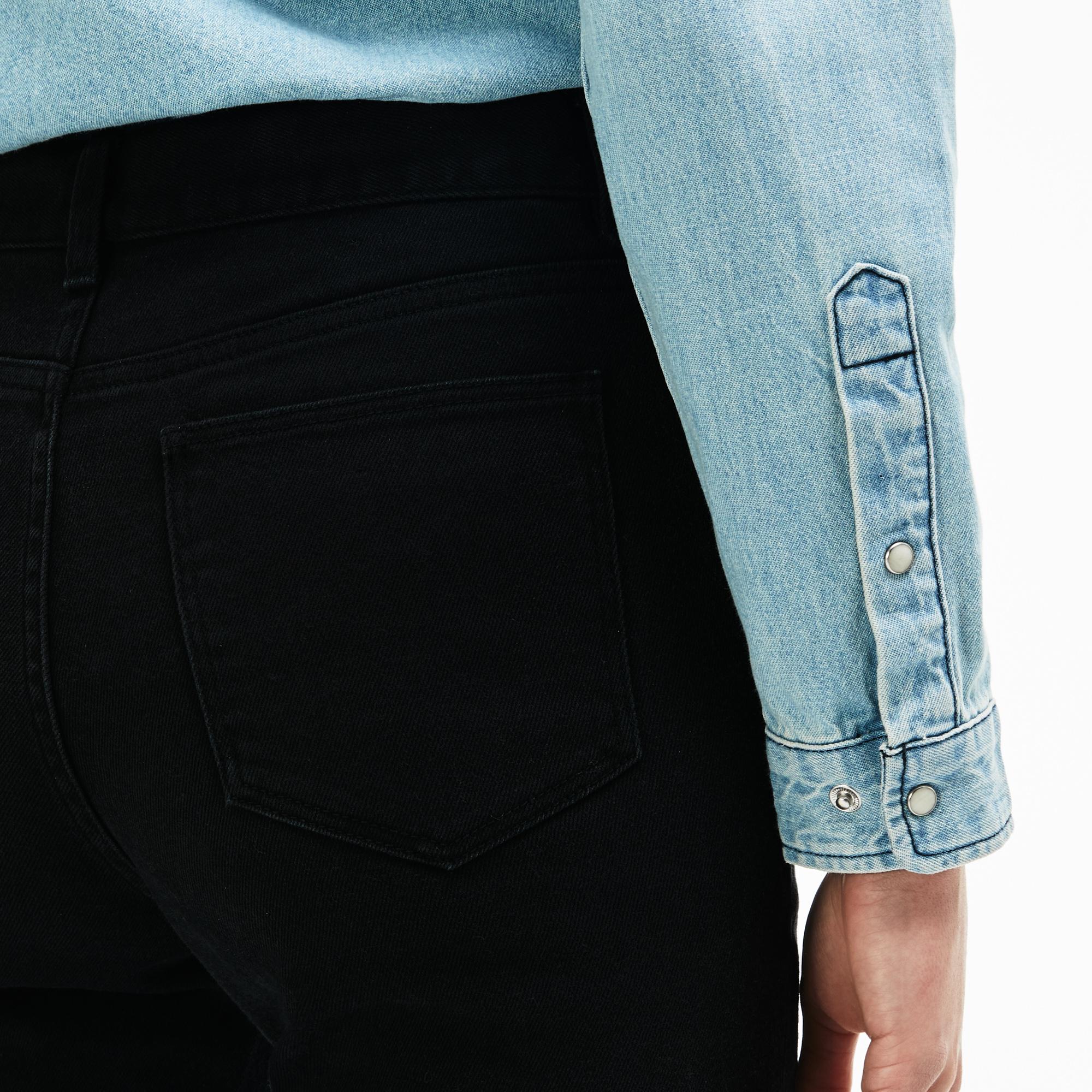 Фото 5 - Женские брюки Lacoste черного цвета
