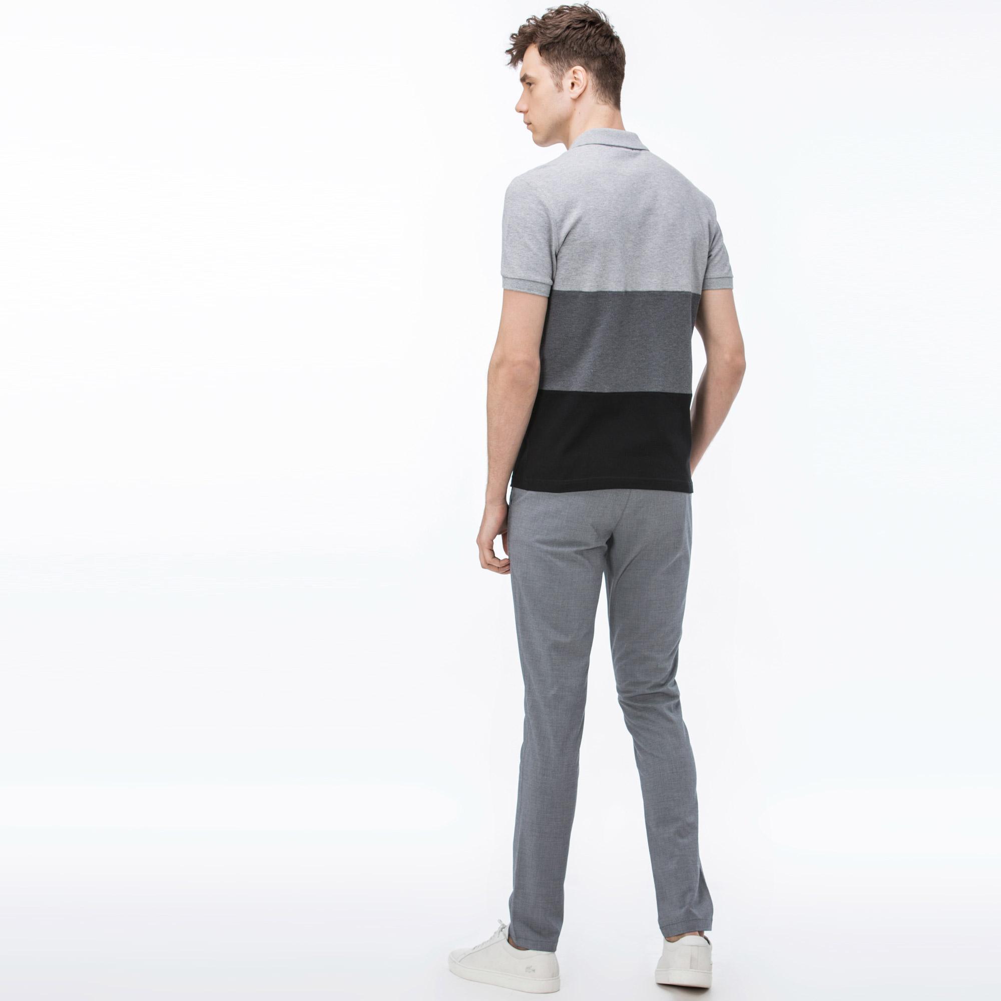 Фото 2 - Мужские брюки Lacoste серого цвета