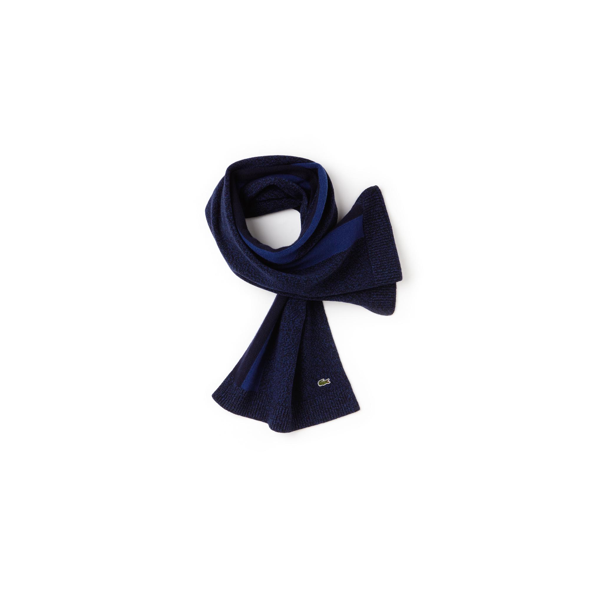 Шарф LacosteШапки, шарфы и перчатки<br>Детали: Контрастная полоса;\Оригинальный вышитый логотип Lacoste \Материал: 100% шерсть