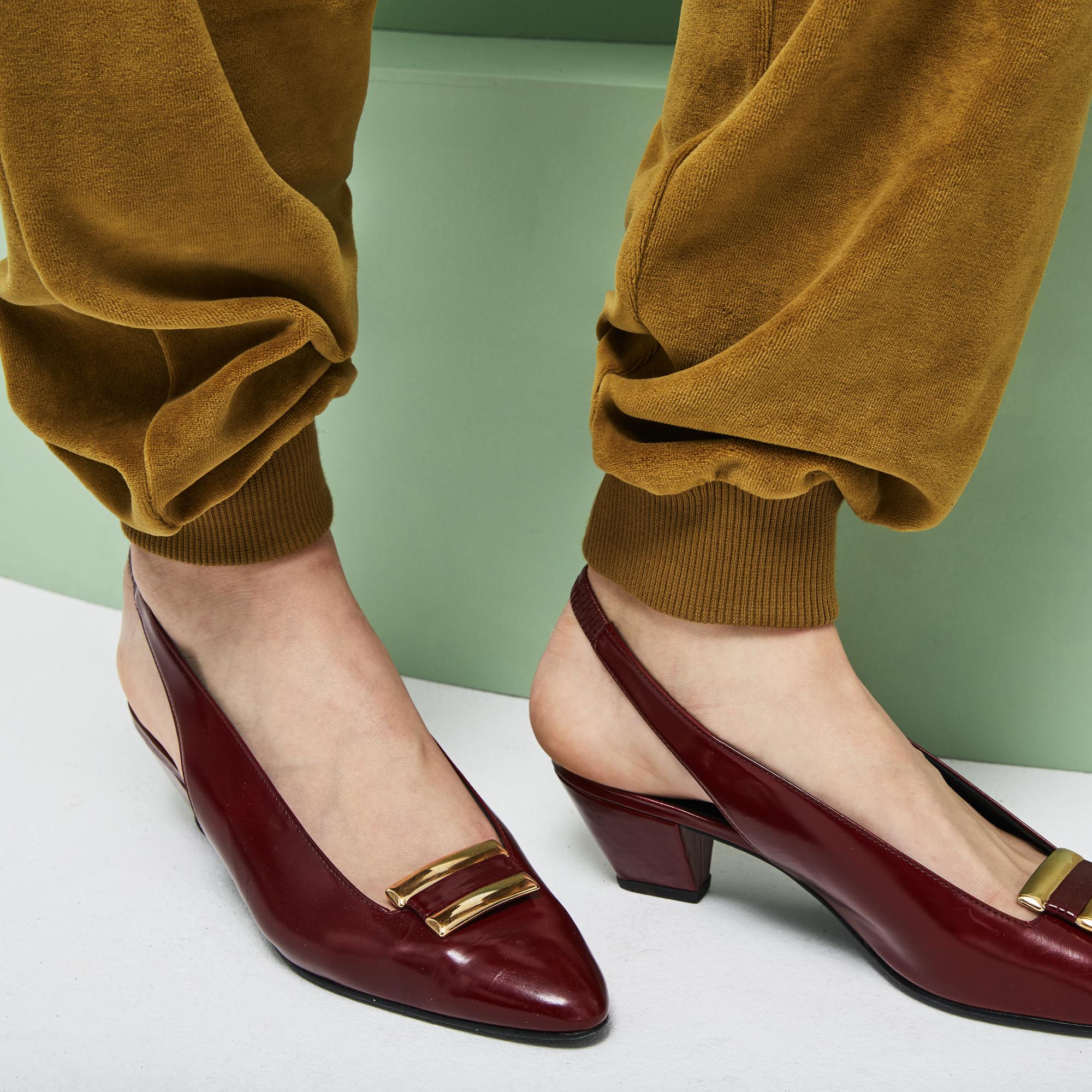 Фото 5 - Спортивные штаны Lacoste коричневого цвета